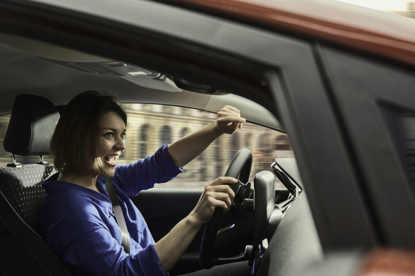 """Um die Klangqualität der speziell für die neue Ford Fiesta-Baureihe kalibrierten Anlage sicherzustellen, hörten sich die Ingenieure im Verlauf eines Jahres mehr als 5.000 Songs an. """"Für viele Menschen ist die Musik, die sie unterwegs im Auto hören, ein fundamentaler Bestandteil ihrer Reise, sozusagen der Soundtrack zu ihrem persönlichen Road-Movie"""", sagt Marcel Breker, Spezialist für Soundsysteme, Ford of Europe. """"Beim neuen Ford Fiesta bietet das B&O PLAY Sound-System eine außergewöhnlich hohe Klangqualität, und zwar unabhängig vom individuellen Musikgeschmack"""". Weiterer Text über ots und www.presseportal.de/nr/6955 / Die Verwendung dieses Bildes ist für redaktionelle Zwecke honorarfrei. Veröffentlichung bitte unter Quellenangabe: """"obs/Ford-Werke GmbH"""""""