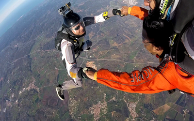 Working_and_having_fun_as_cameraman_in_a_Tandem_jump